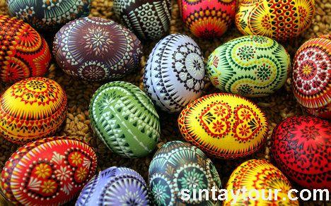绘制彩蛋的腊,颜料,甚至餐巾都被虔诚的人们认为是