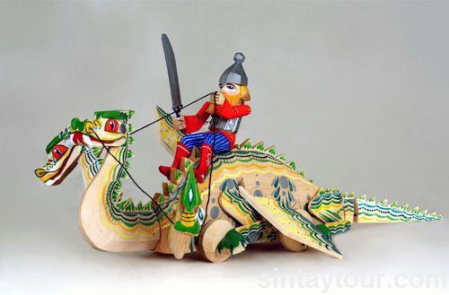 俄罗斯传统的手工木雕玩具